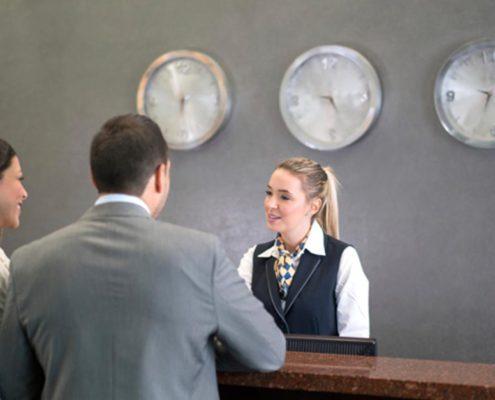 experiencia clientes atendidos hotel Campanile mostrador